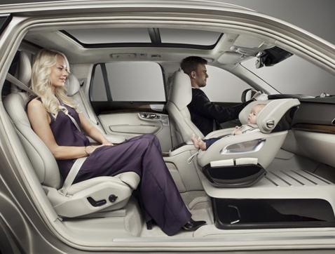 Volvo añade un poco de lujo al asiento para niños con Excellence Child Safety Concept