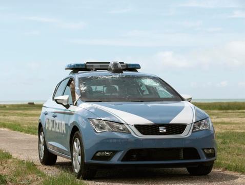 Un coche a prueba de balas: Así se fabrica un SEAT León para el cuerpo de policía