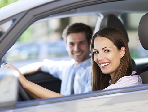 Cuando ella conduce y él hace de copiloto, la accidentalidad disminuye