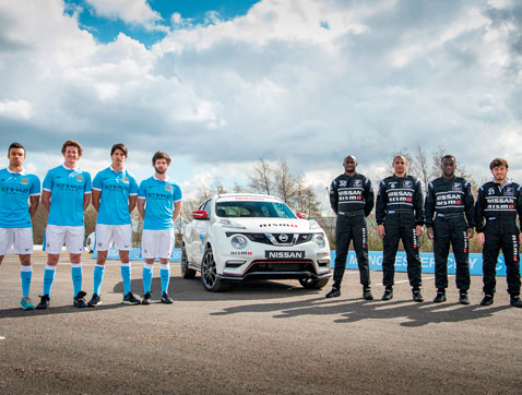 Estrellas de fútbol se convierten en pilotos de carreras de la mano de Nissan