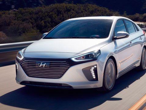 Hyundai recibe el Premio de Tecnología en los Premios Auto Express 2016