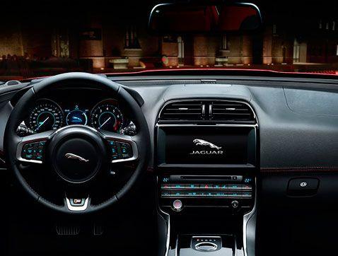 Así es el interior del Jaguar XE: equilibrado, preciso y magníficamente ejecutado