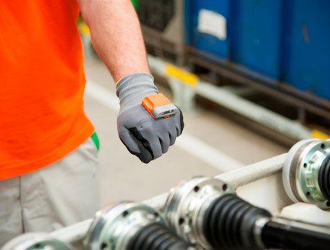 ProGlove: El guante del futuro que mejorará la vida de los trabajadores de ŠKODA