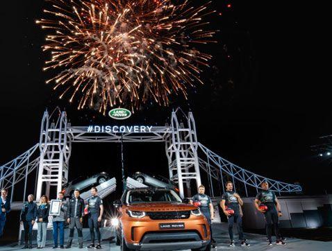 El Land Rover Discovery toma el protagonismo en París con récord Guinness incluido