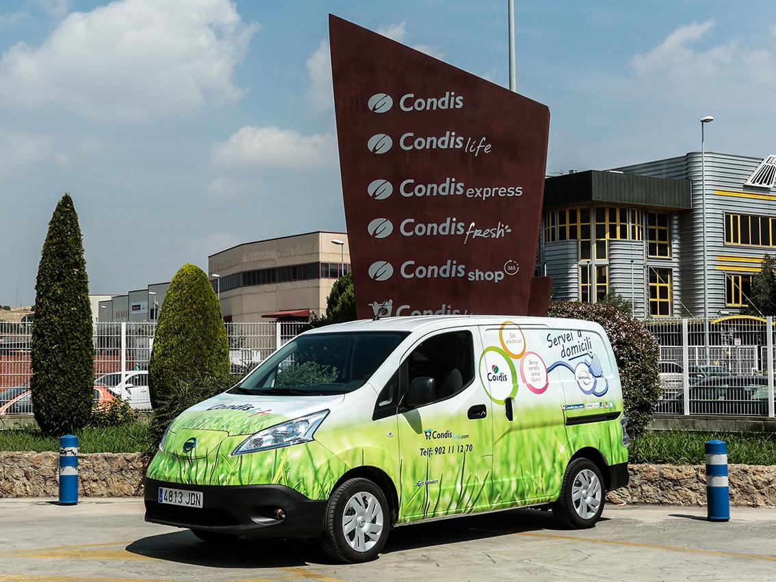 La furgoneta eléctrica Nissan e-NV200 multiplica por cuatro los ahorros en costes de uso y mantenimiento para los supermercados Condis