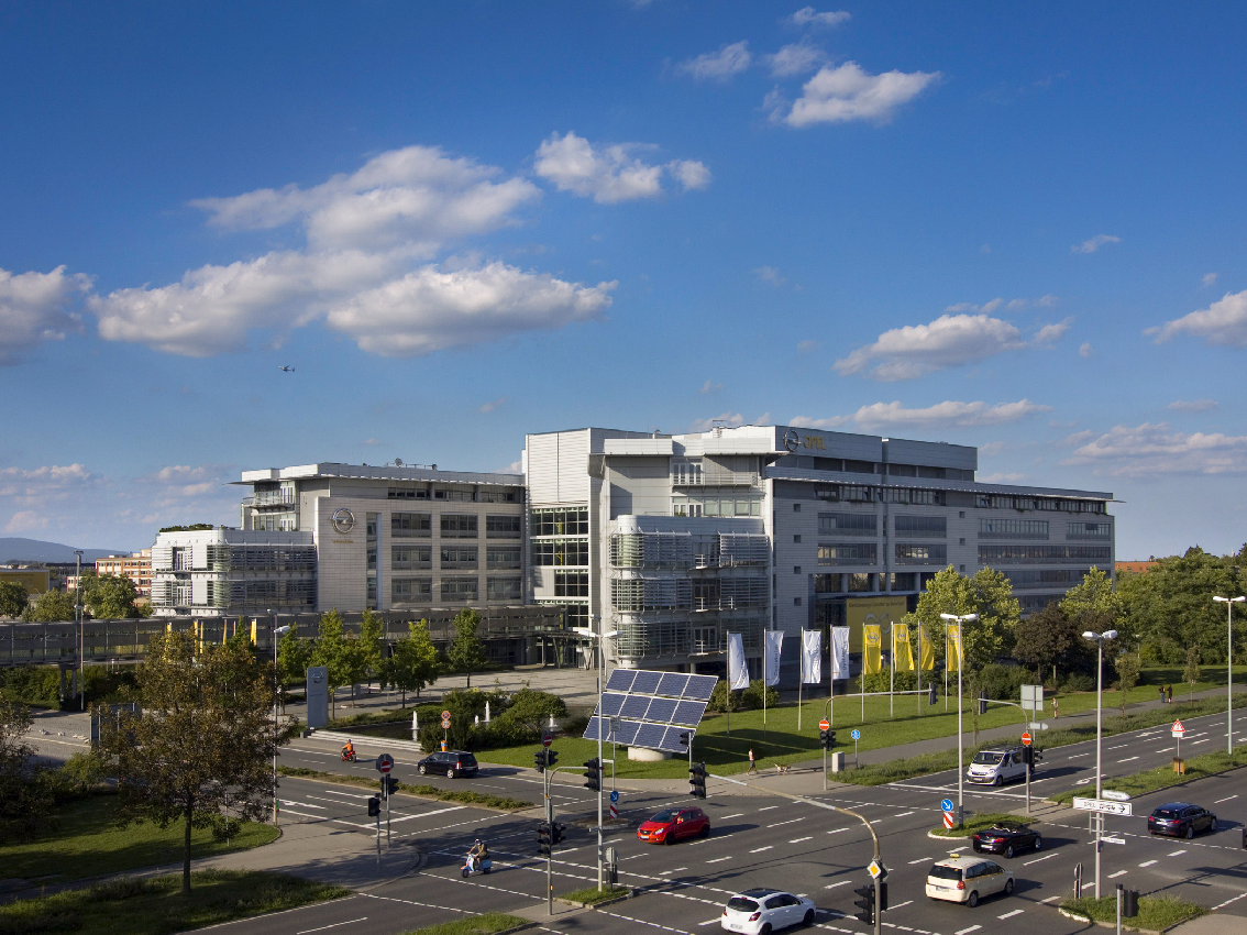 Opel fabricará dos nuevos modelos en Alemania y asegura el empleo local antes de la compra de PSA