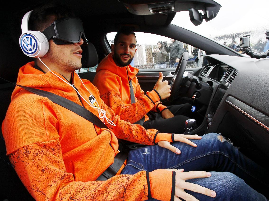 Volkswagen desafía a un entrenamiento muy especial a los jugadores del Valencia CF