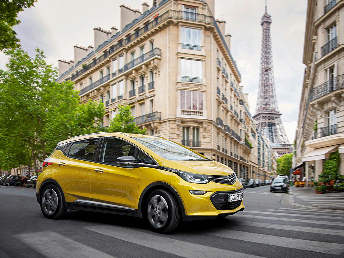 El Opel Ampera-e amplía los limites hasta los 520 km de autonomía y es votado como el mejor producto de 2017