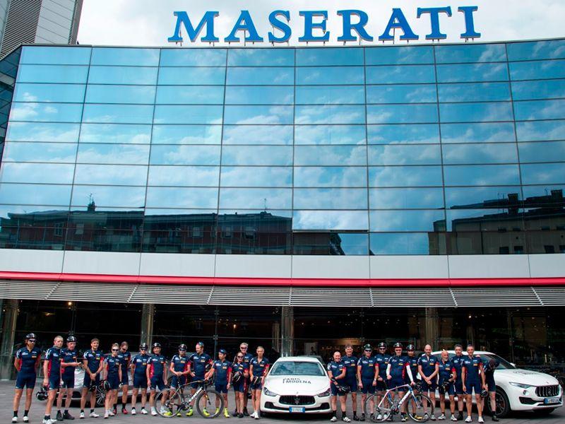 Gran éxito del Tour Benéfico París-Módena de Maserati