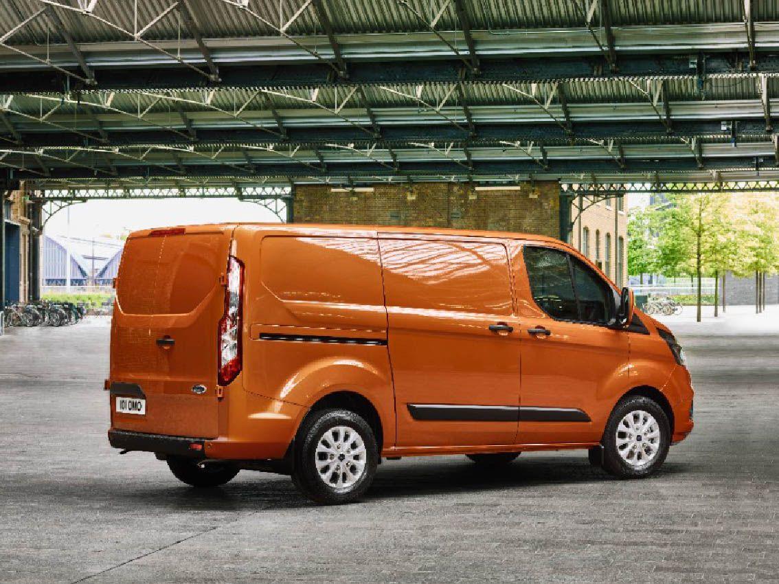 La nueva Ford Transit Custom aumenta su atractivo con un diseño más elegante y un habitáculo más práctico