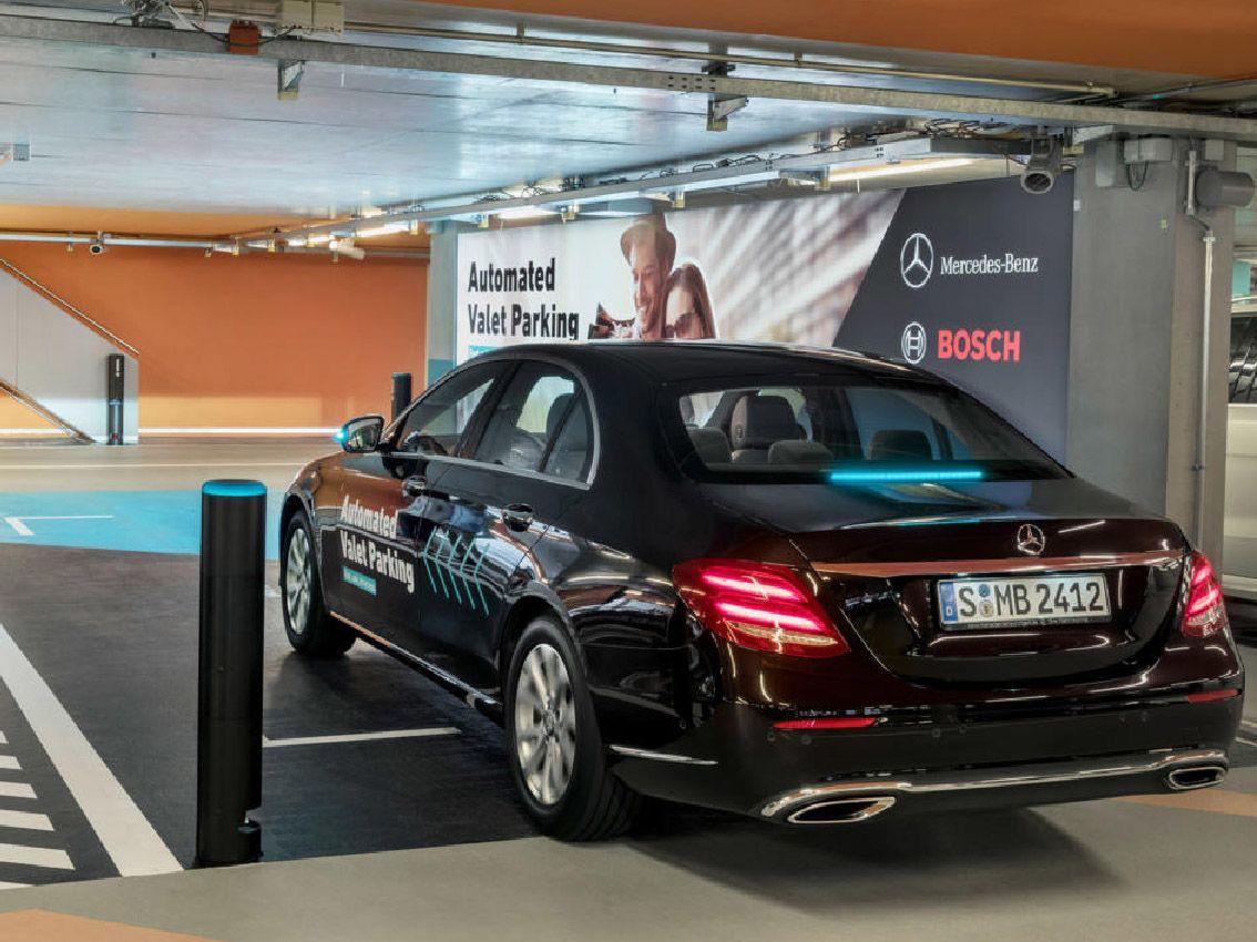 Mercedes Benz con Bosch y Daimler presentan un proyecto de parking autónomo desde el móvil