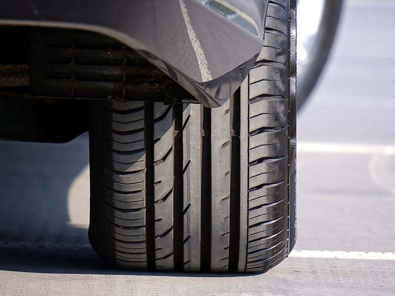 Conducir con un neumático de mala calidad en mojado puede alargar hasta 18 metros la frenada si circulas a 80 km/h