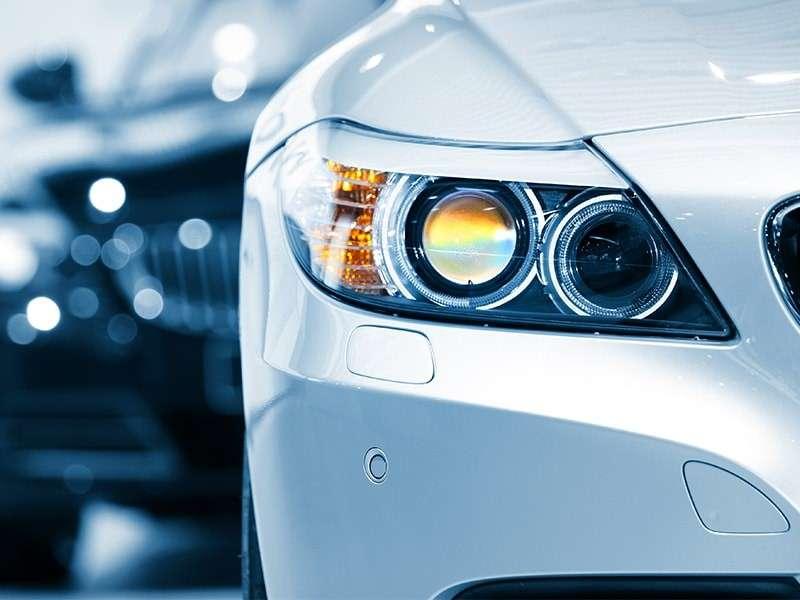 ¿Sabes cuándo cambiar las luces del coche?