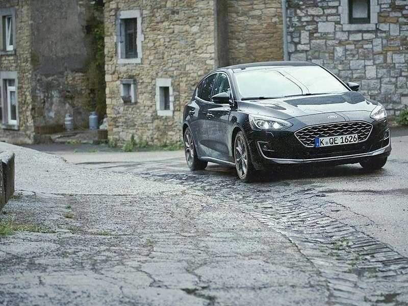 Un innovador sistema de detección de baches elimina los obstáculos para el nuevo Ford Focus