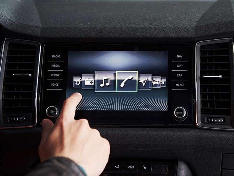 Los dispositivos que no deben faltar en tu coche nuevo