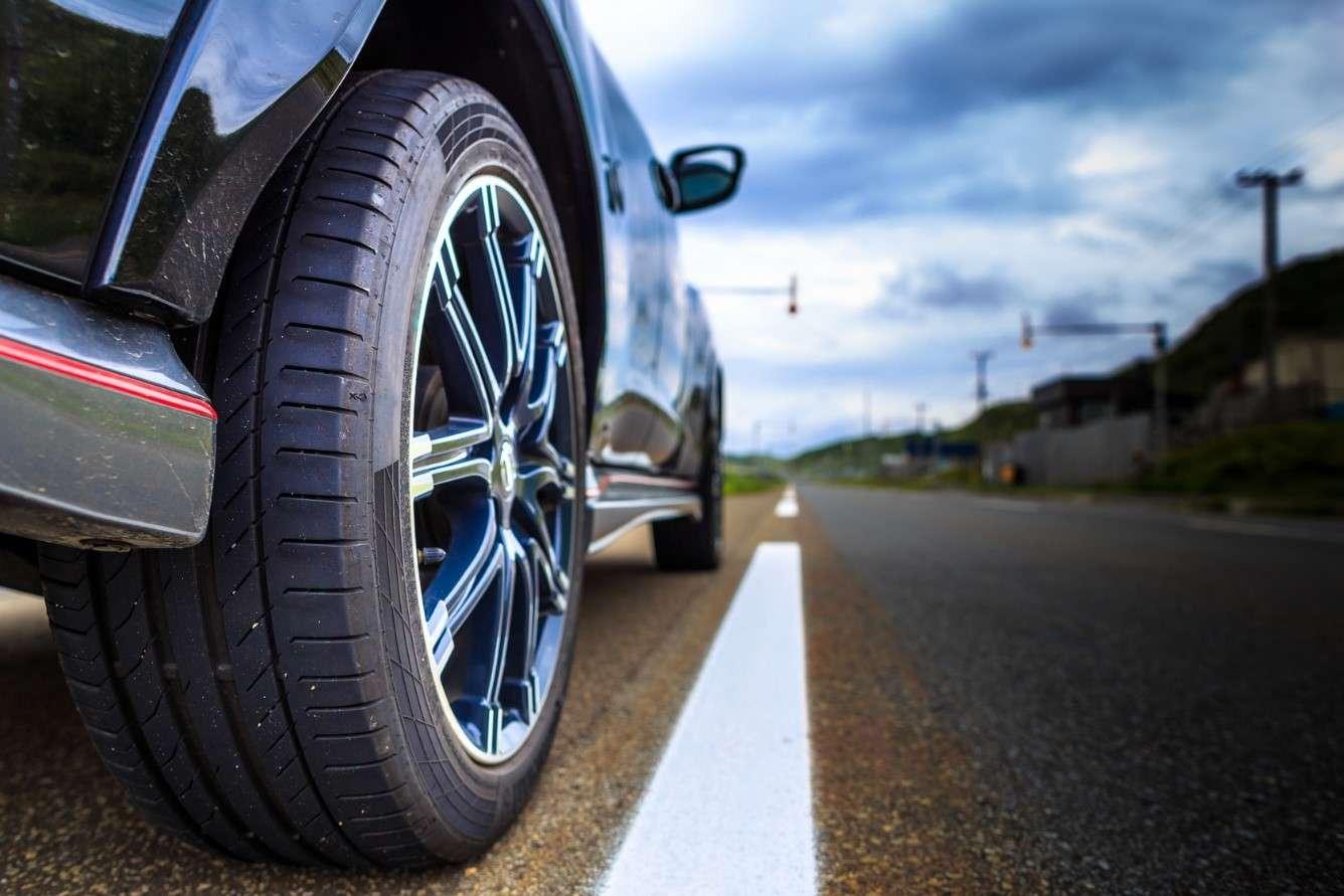 Cómo controlar la antigüedad de los neumáticos
