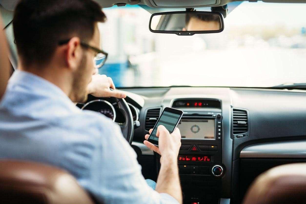 Claves para evitar las distracciones al volante