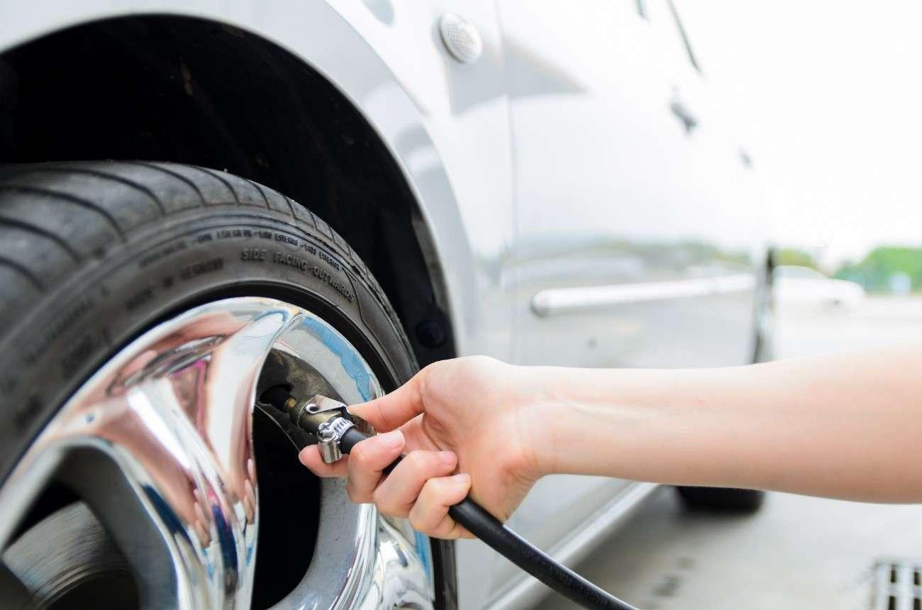 Cuál es la presión de los neumáticos que le corresponde a tu coche
