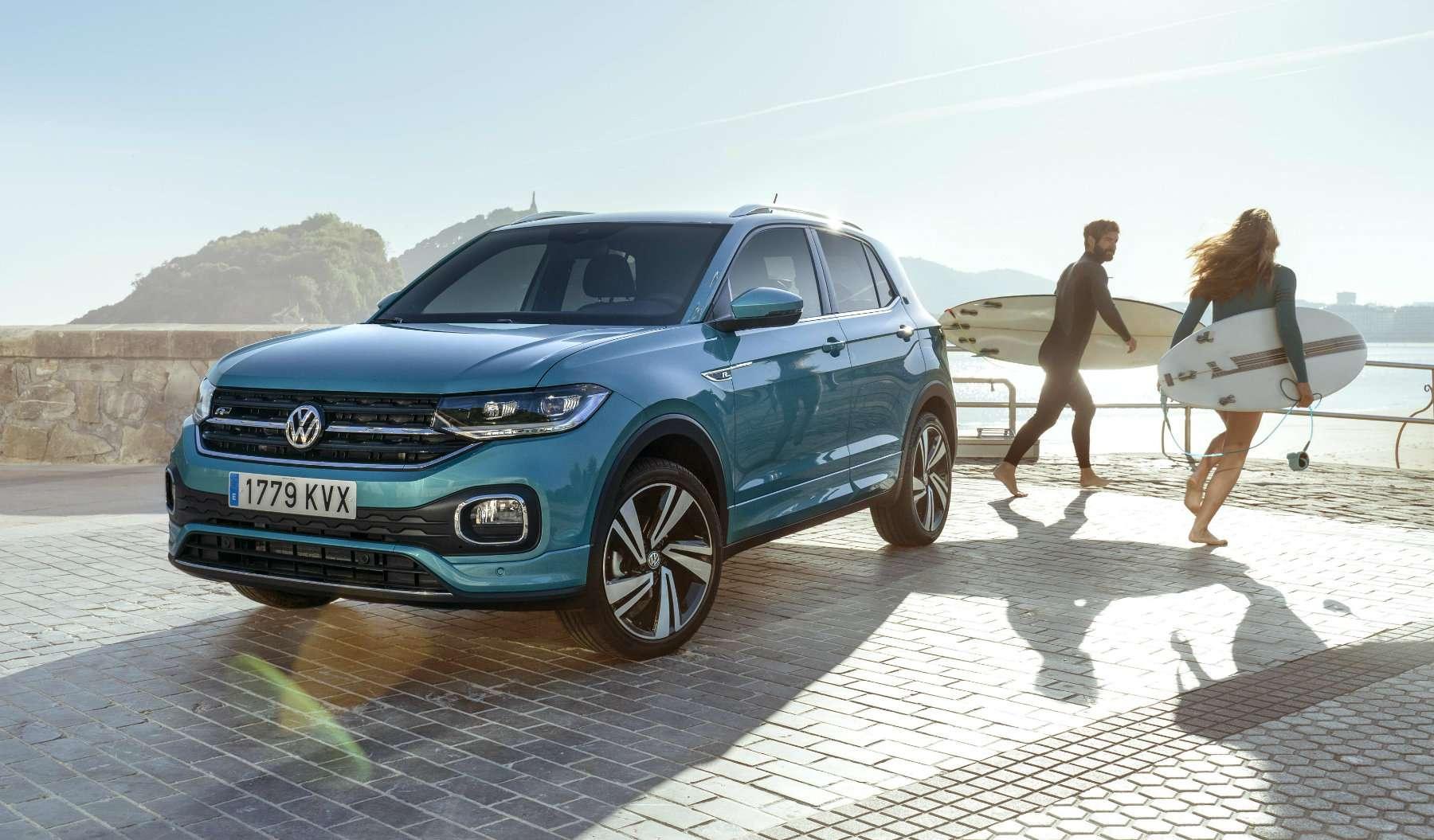 Volkswagen presenta el T-Cross, un nuevo SUV urbano, en su fábrica de Navarra
