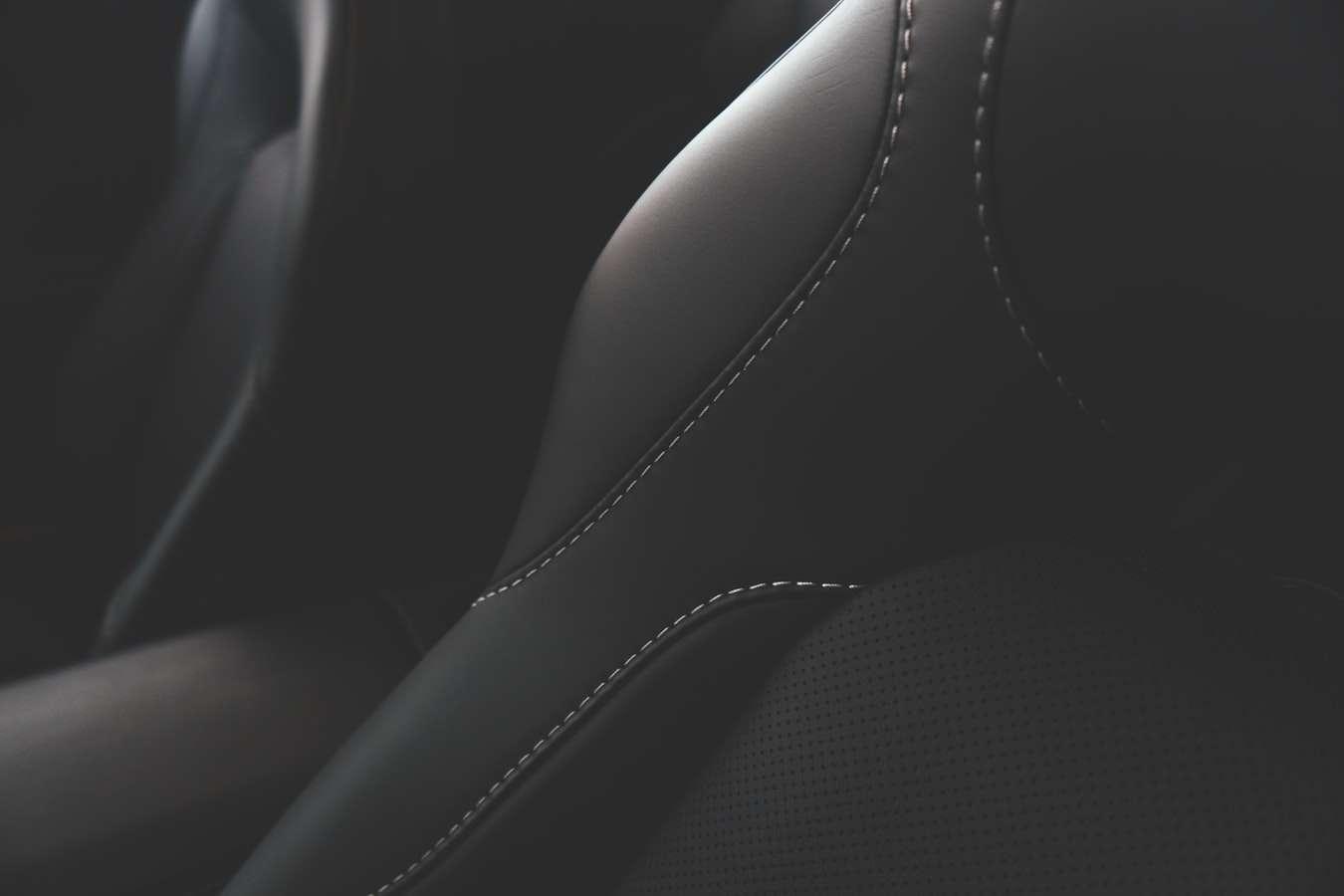 7 trucos para limpiar la tapicería del coche