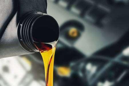 ¿Por qué un coche consume aceite?