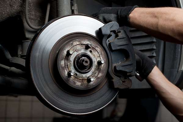 Cómo saber fácilmente si los frenos de tu coche necesitan una revisión