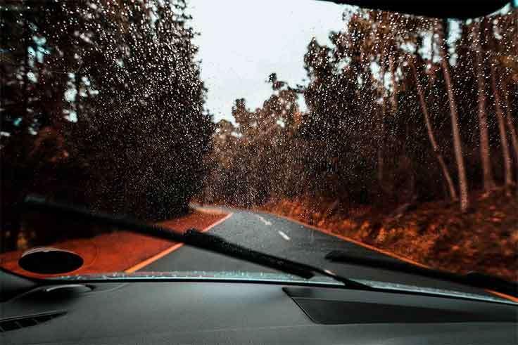 ¿Cómo afecta la temperatura a la integridad del parabrisas del coche?