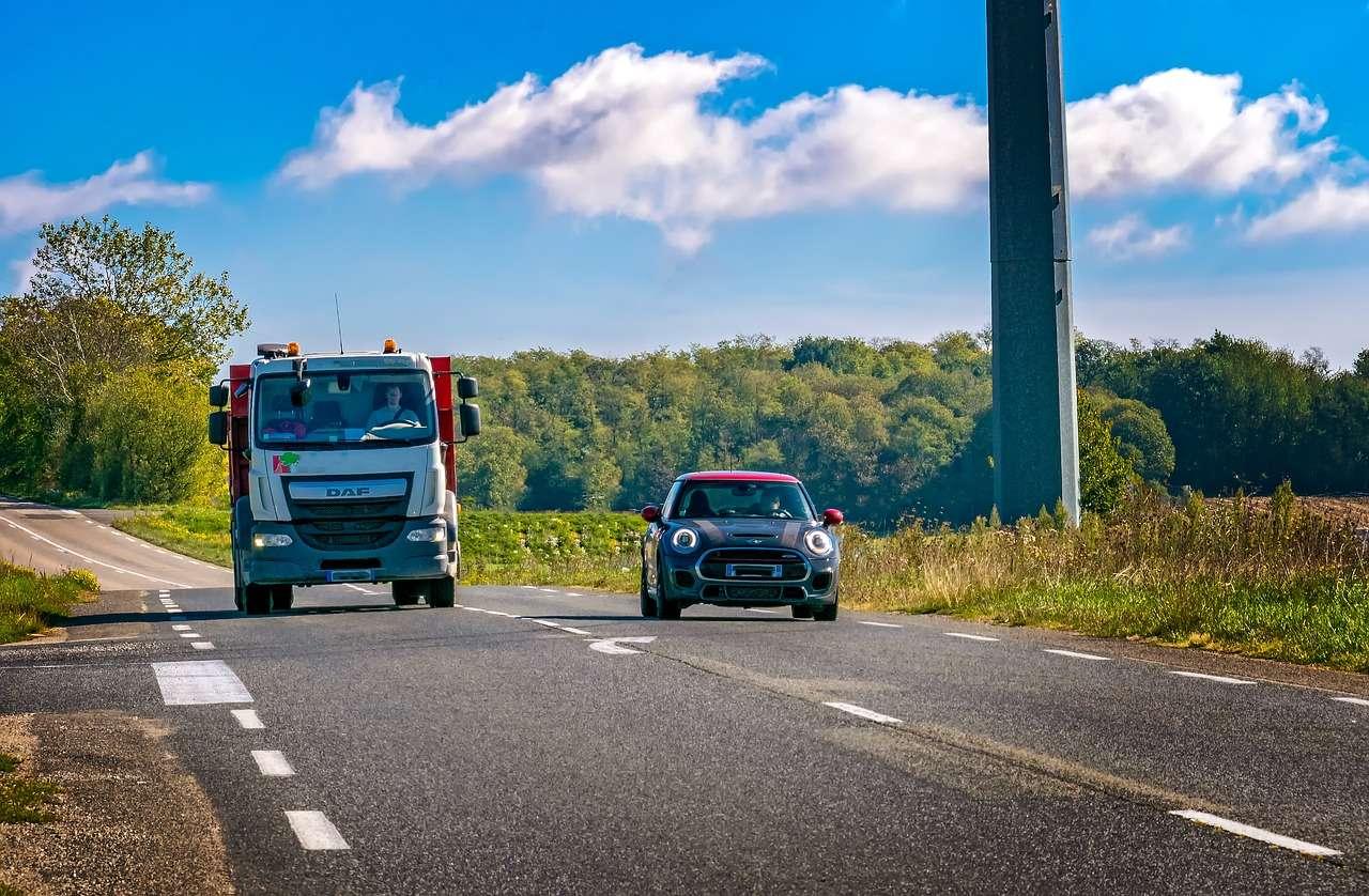Sumar 20 km/h a la hora de adelantar conlleva más riesgo del que crees