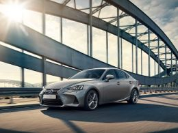 Lexus renueva su nueva berlina Premium IS 300 H