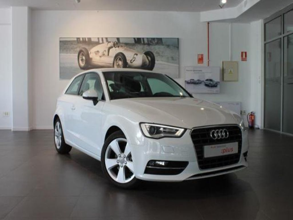 Audi A3 1.6 TDI 110cv clean diesel Attraction segunda mano Madrid