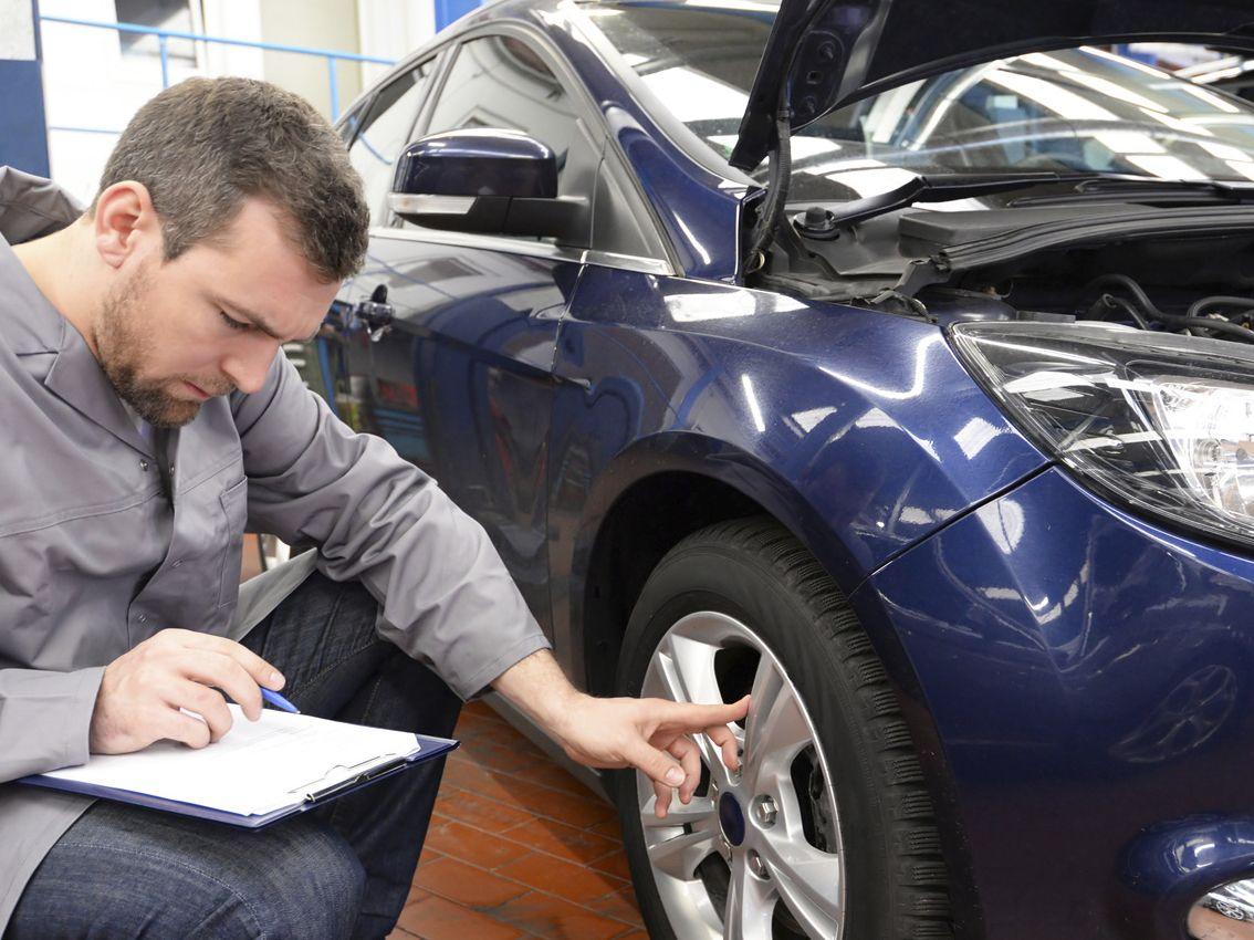 Un neumático con baja presión aumenta en un 60% las probabilidades de reventón en verano