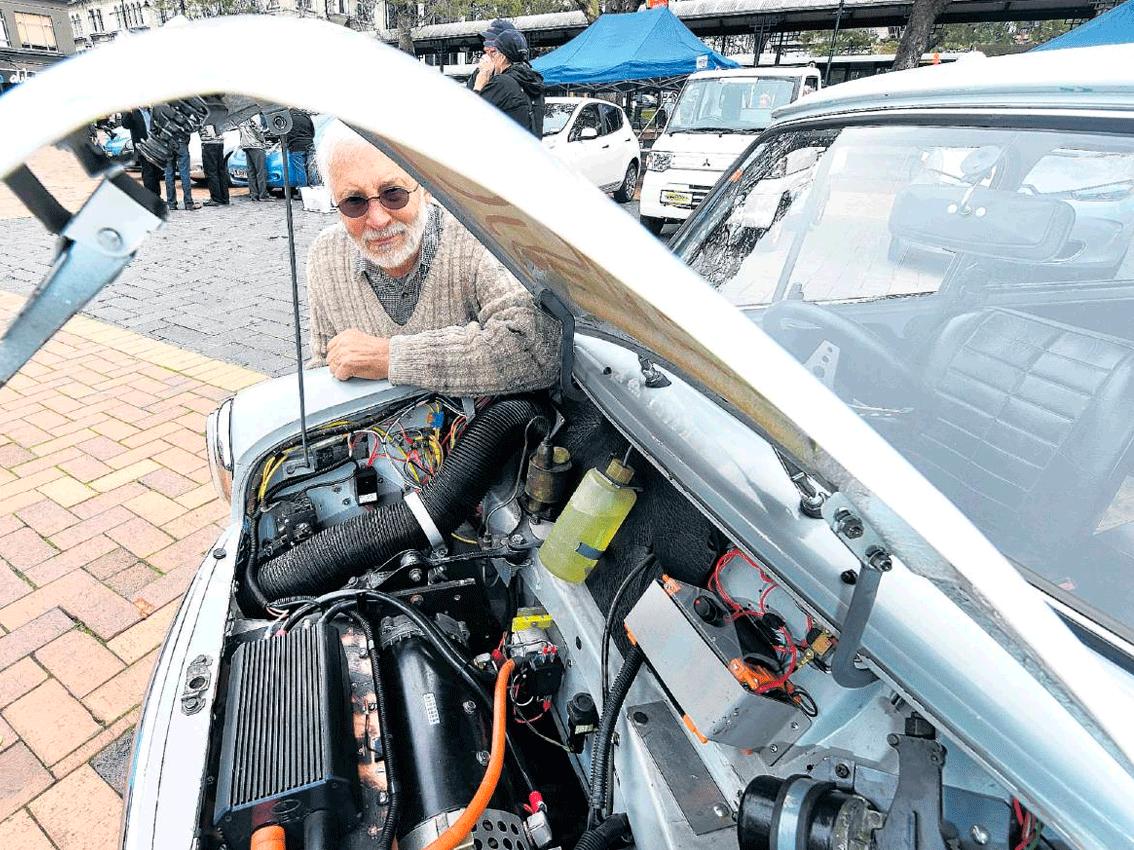 Un neozelandés transforma su flamante Mini del 66 en un coche eléctrico