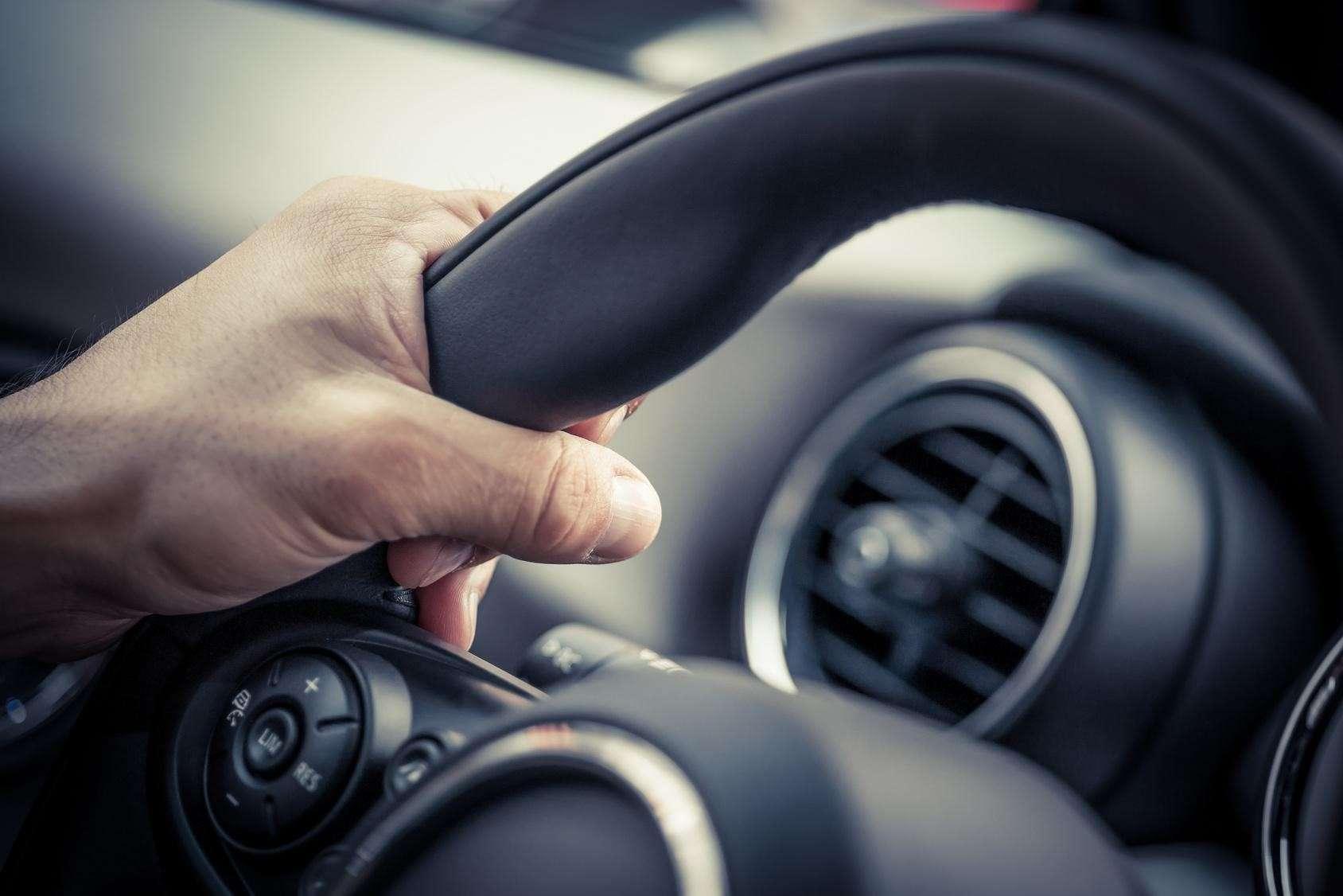 Cómo usar el control crucero de un coche