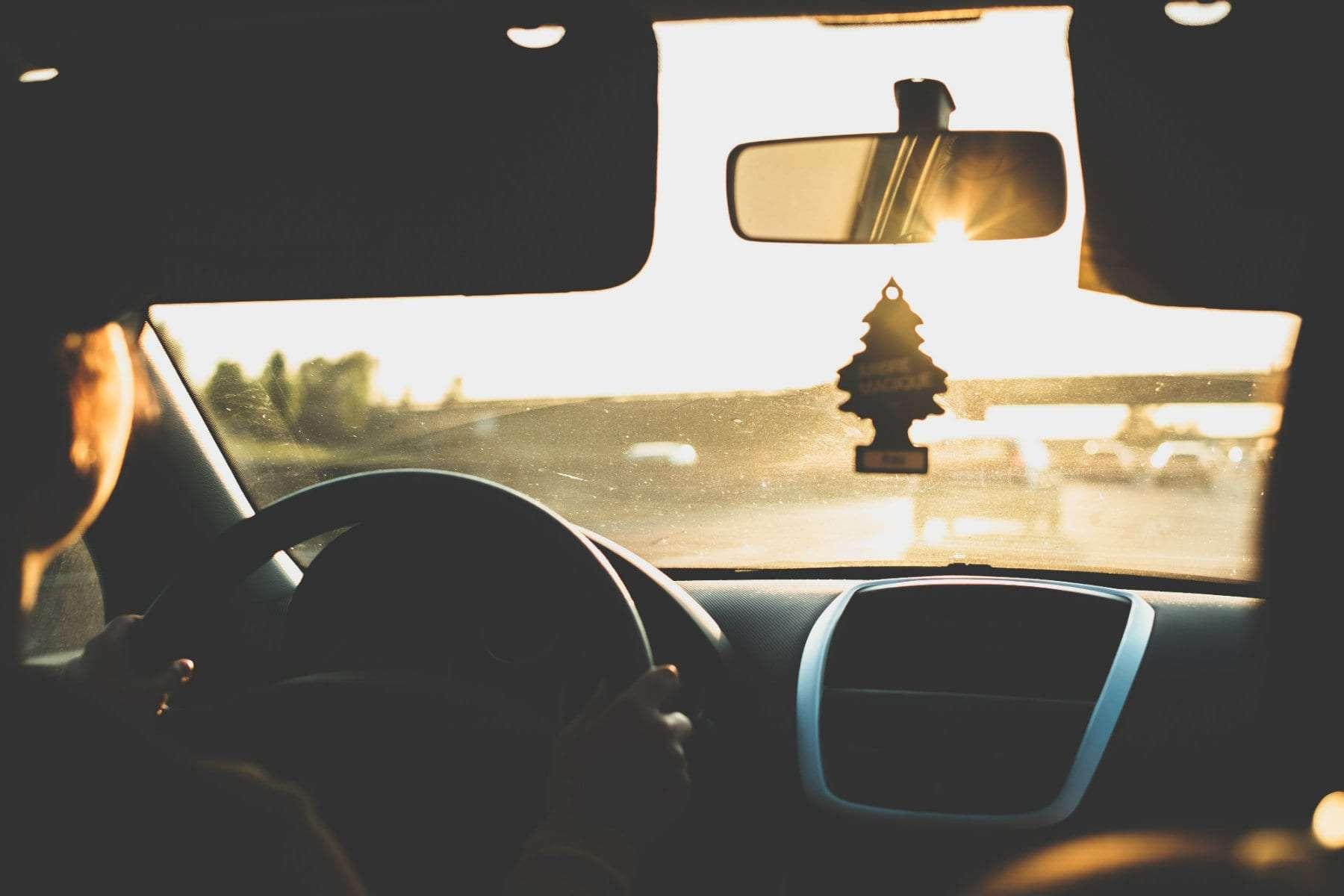 Cómo evitar los deslumbramientos al conducir