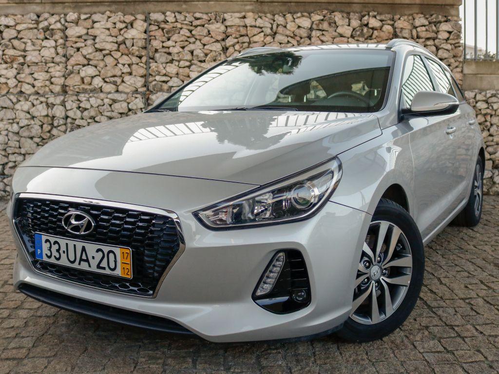 Hyundai i30 SW 1.6 CRDI 110cv Comfort + BTL + NAVI 110CV usada Lisboa