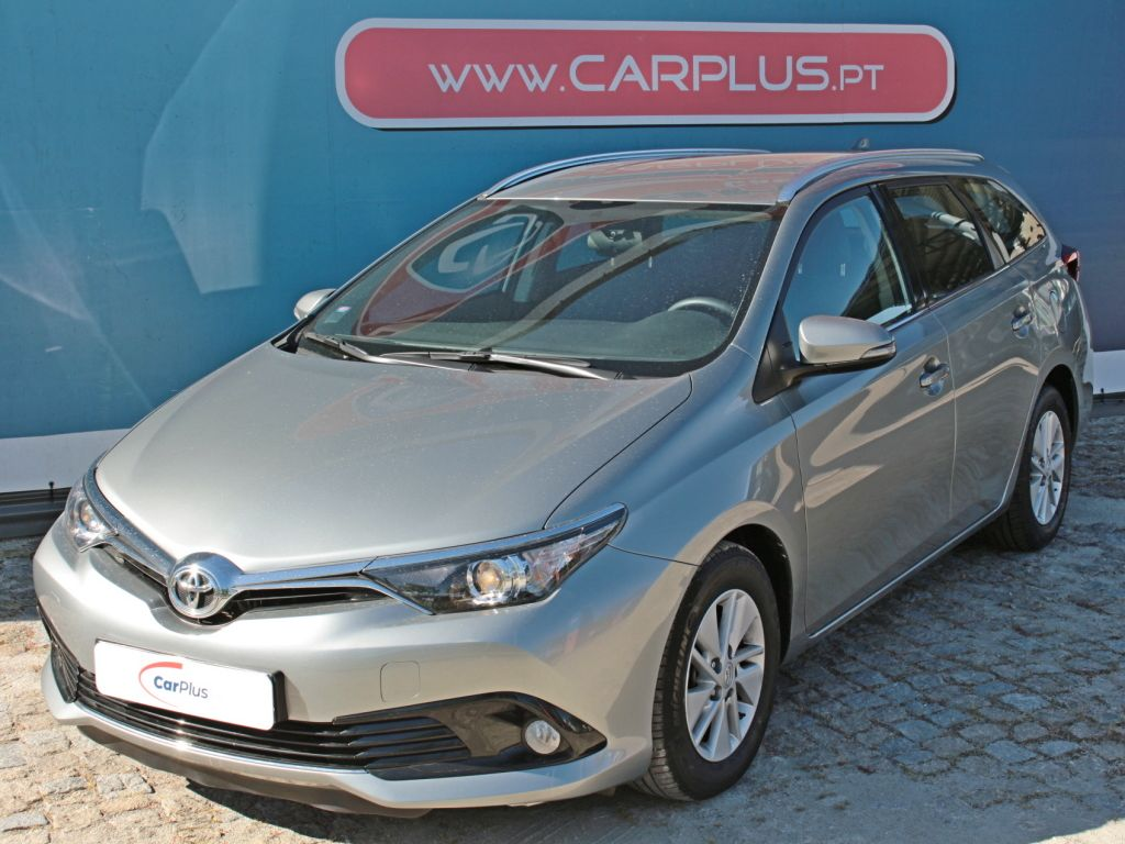 Toyota Auris 1.4 D-4D Comfort Pack Sport segunda mão Braga