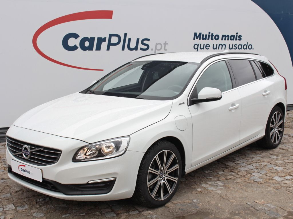 Volvo V60 2.4 D6 R-Design Momentum GEART AWD PHEV segunda mão Lisboa