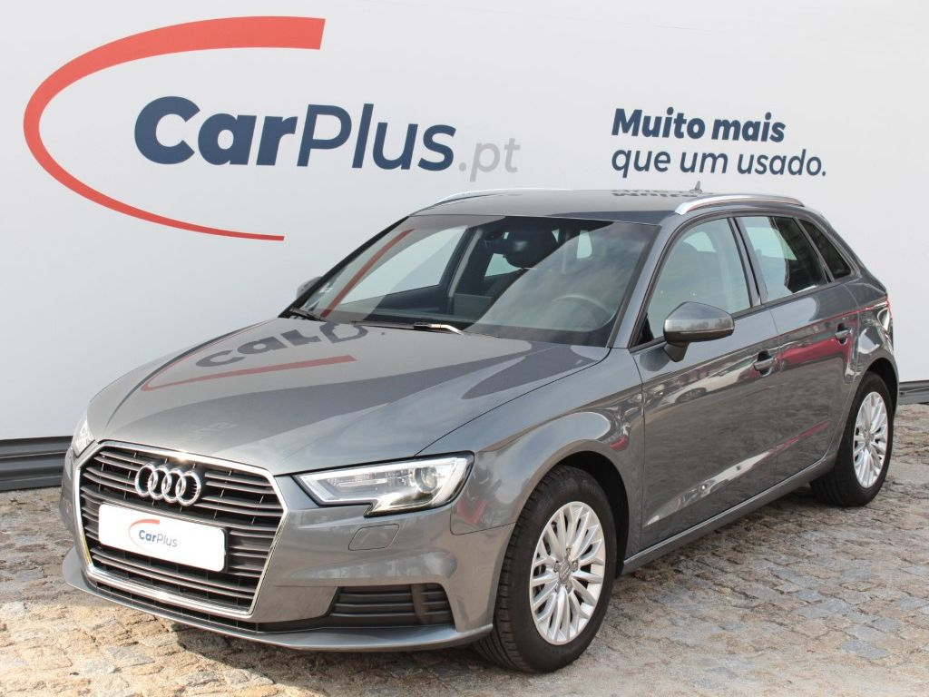 Audi A3 Sportback 1.6 TDI 116cv Attraction  segunda mão Braga