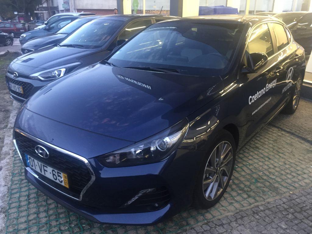 Hyundai i30 i30 Fastback 1.0 TGDi 120cv Style + Sensores Frt usada Porto