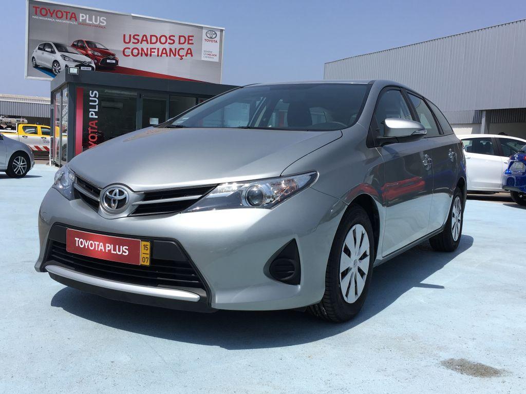 Toyota Auris Touring Sports 1.4 D-4D Active AC usada Porto