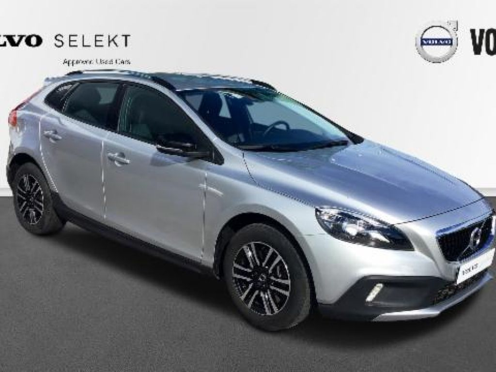 Volvo V40 Cross Country 2.0 D3 MOMENTUM AUTO 150 5P segunda mano Madrid
