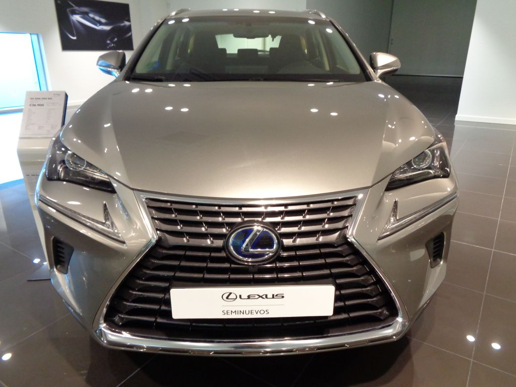 Lexus NX 2.5 300h Business Navigation 2WD segunda mano Madrid