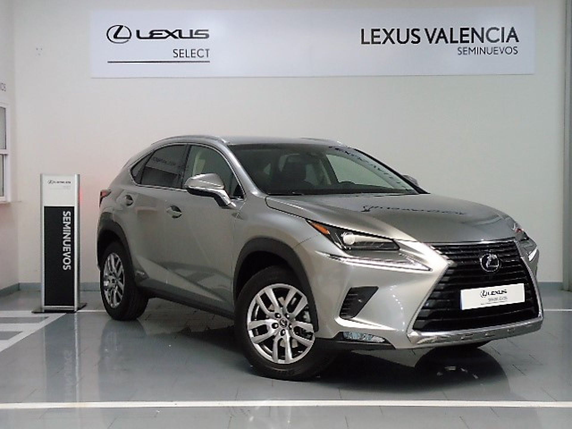 Lexus NX 2.5 300h Executive Navigation segunda mano Madrid