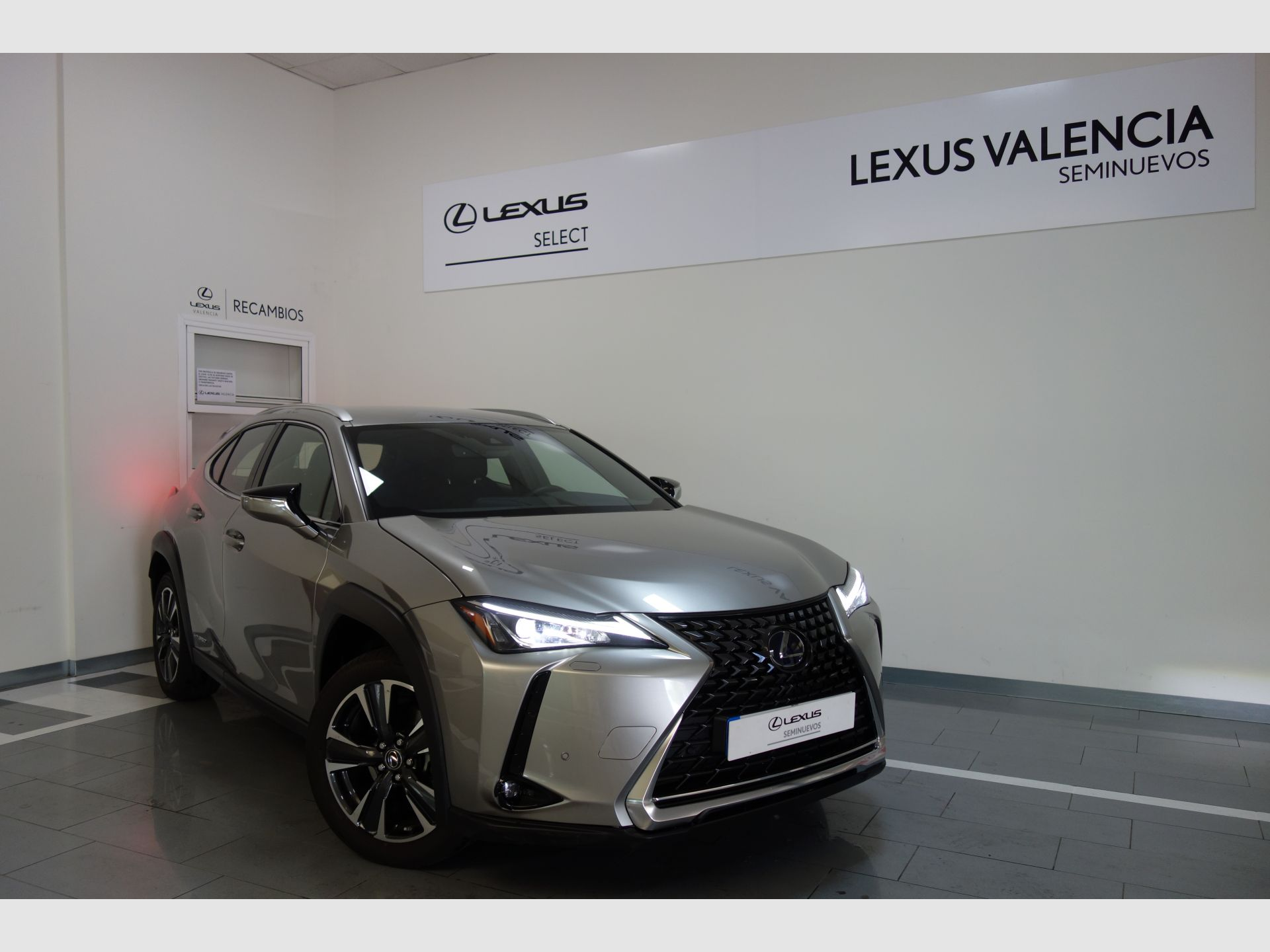 Lexus UX 2.0 250h Executive Plus segunda mano Madrid