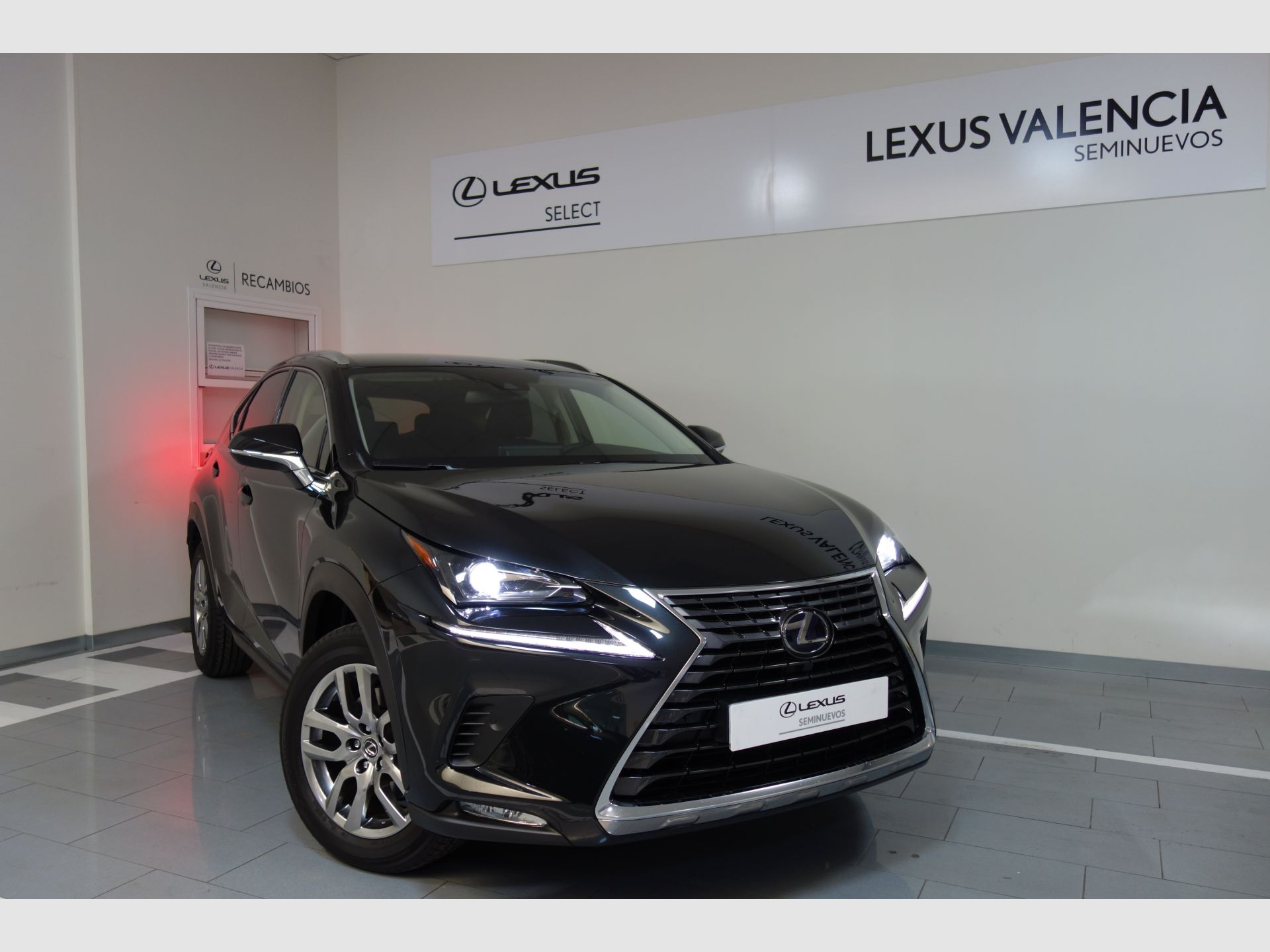 Lexus NX 2.5 300h Executive Navigation 4WD segunda mano Madrid