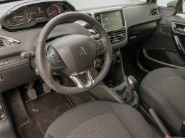Peugeot 208 Signature 1.2 PureTech 82 Euro 6.2 segunda mão Setúbal