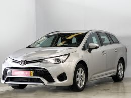 Toyota Avensis Station Wagon 1.6D Comfort segunda mão Porto